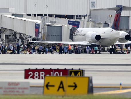 Florida, terrore in aeroporto: sparatoria con 5 morti e 13 feriti.